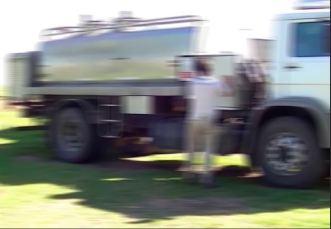 Camion leche desenfocado